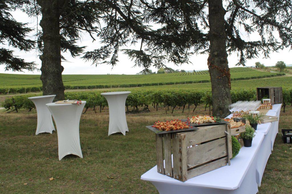 Tafer Occitane - mise en place déjeuner dans les vignes